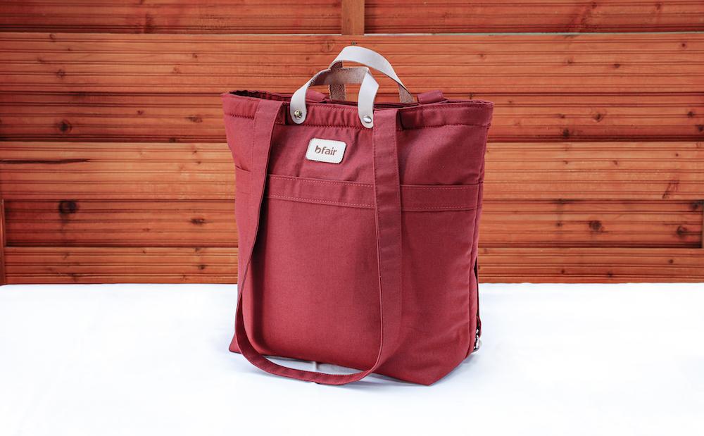 Multifunktionstasche von bfair aus 100% Bio-Baumwolle. Rote Tasche