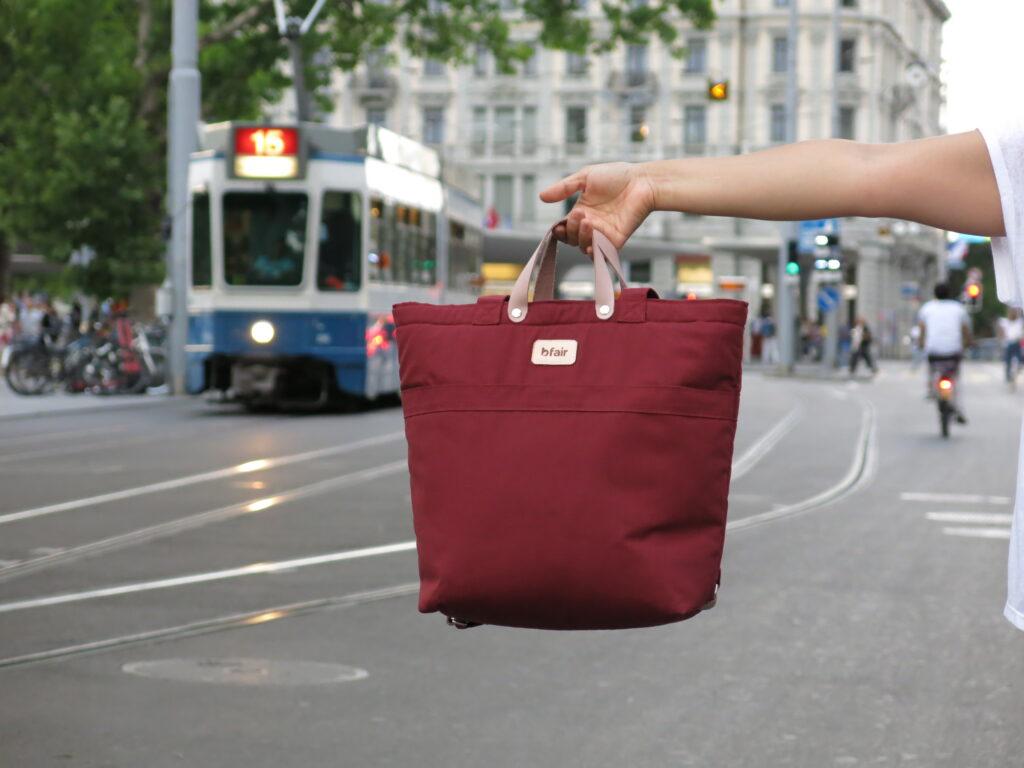 Multifunktionstasche von bfair aus 100% Bio-Baumwolle. Rot Tasche