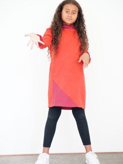 Mädchen Sweatkleid mit Kapuze aus 100% Bio-Baumwolle. Red Earth